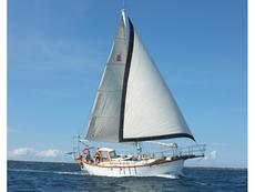 Rare Kendall 32 ready for sailing