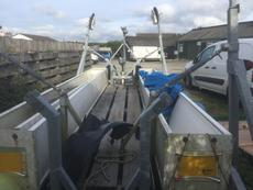 Keel boat trailer