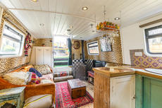 BESPOKE LUXURY WIDEBEAM HOUSEBOAT