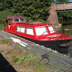 All steel, cruiser style narrowboat.