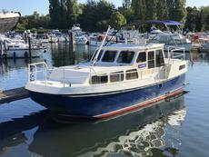 Dutch Widebeam Steel Cruiser for the TALL PEOPLE Houseboat Canal Barge