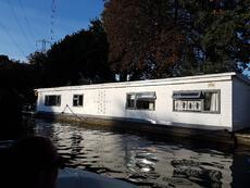 Residential Houseboat on non tidal Thames