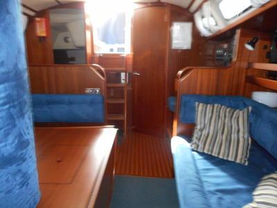 Maxi 1100 - Saloon looking aft