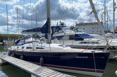Maxi 1100 - Starboard Side
