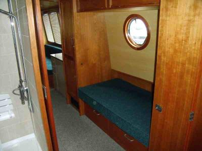 Single cabin from bow