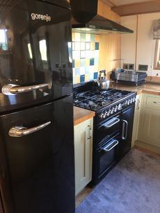 Kitchen - Fridge Freezer and Range Cooker