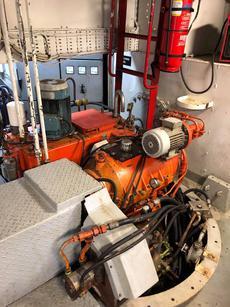 Main azimuth thruster