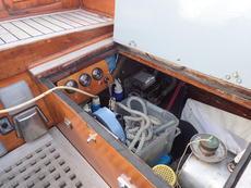 Manual bilge pump in starbord cockpit locker