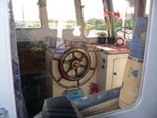 Spacious wheelhouse with beautiful wheel ! 2018