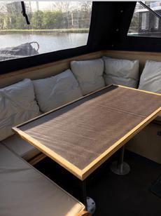 Stern deck seating/berth