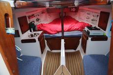 Cabin forward V berth