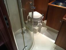 Rear head with shower cubicle