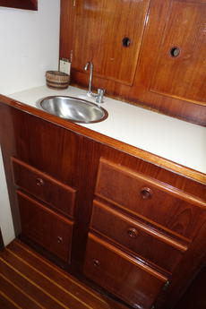 v-berth sink