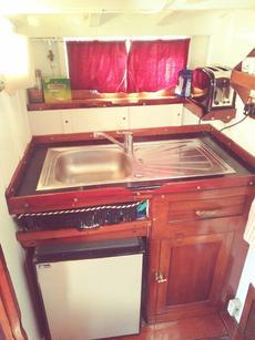 Full size sink unit and fridgea
