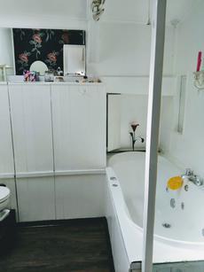 Main Bathroom- jacuzzi bath