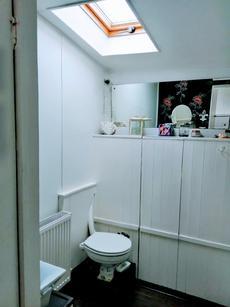 Main Bathroom - Flushing toilet