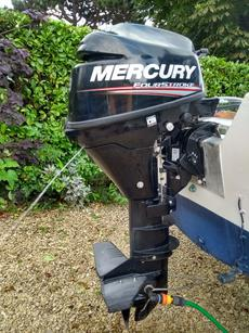 9.9 Mercury 4 Stroke running