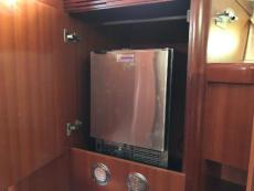 Ice maker in aft cabin