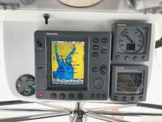 Pedestal with: RL70C, ST60 Tridata, ST 60 wind, ST6001 Smart Pilot control, Bow Thruster control, VHF command Mic