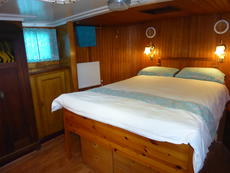 Aft cabin bed from port