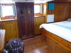 Aft cabin from port
