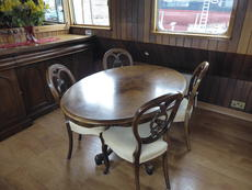 Saloon dining suite