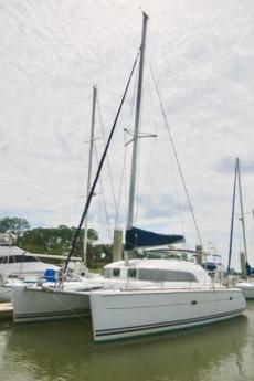 2004 Lagoon 380 at dock