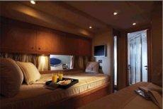 Manhattan 66 Starboard Guest Cabin