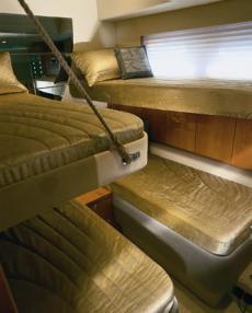 Sealine T60 Mid Cabin Pullmans