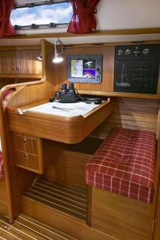 Najad 332 Navigation Desk